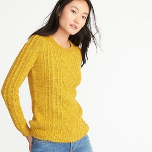 Old Navy ~ Cable knit crew neck sweater